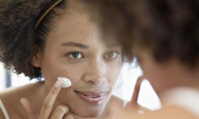 Woman-moisturizing-her-fa-013.jpg